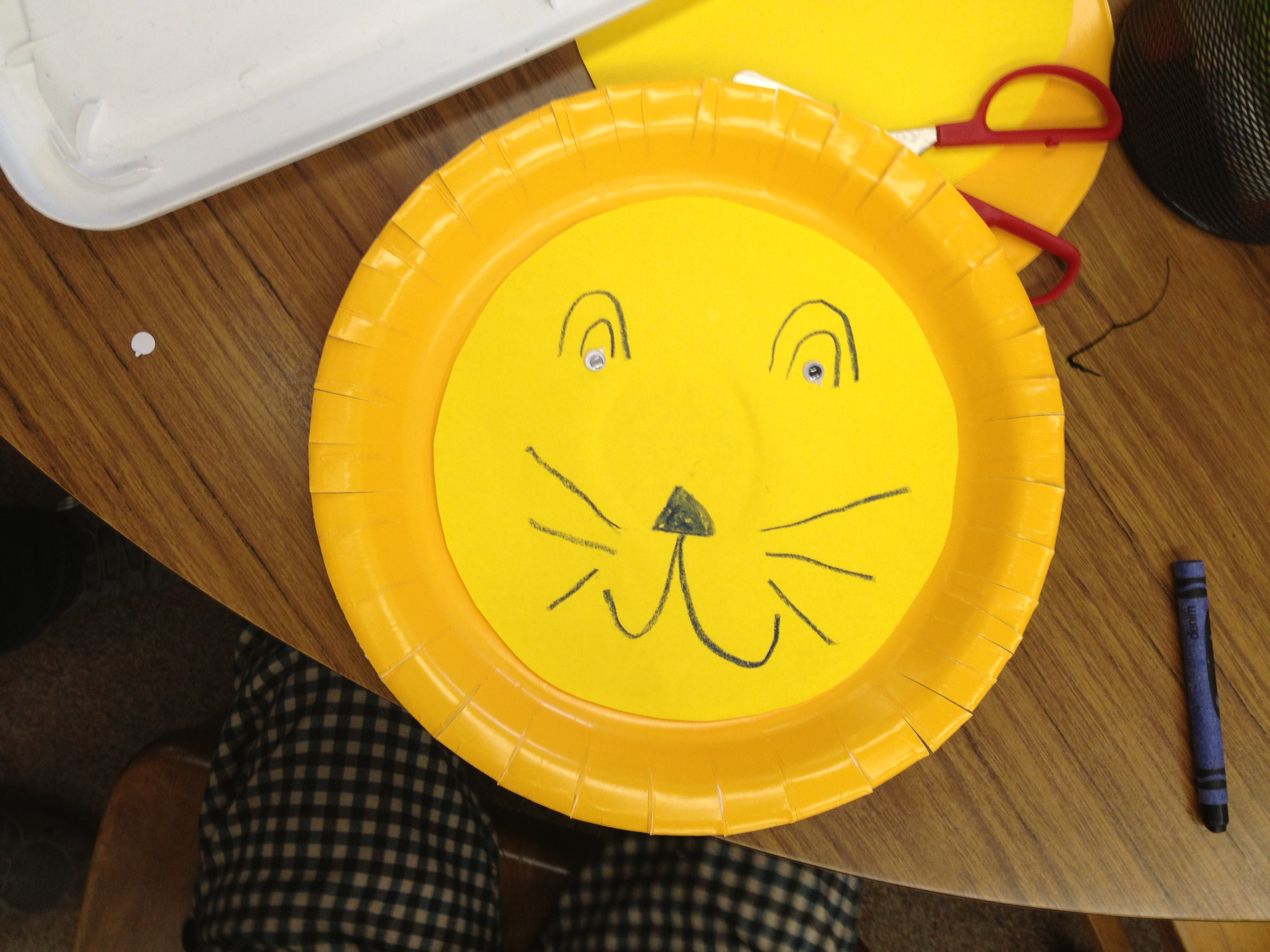 Paper plate lion by Edward & paper plate crafts   The Loudest Librarian!